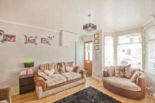 2 Bedrooms Terraced House for sale in Heathfield Avenue, Dover, Kent