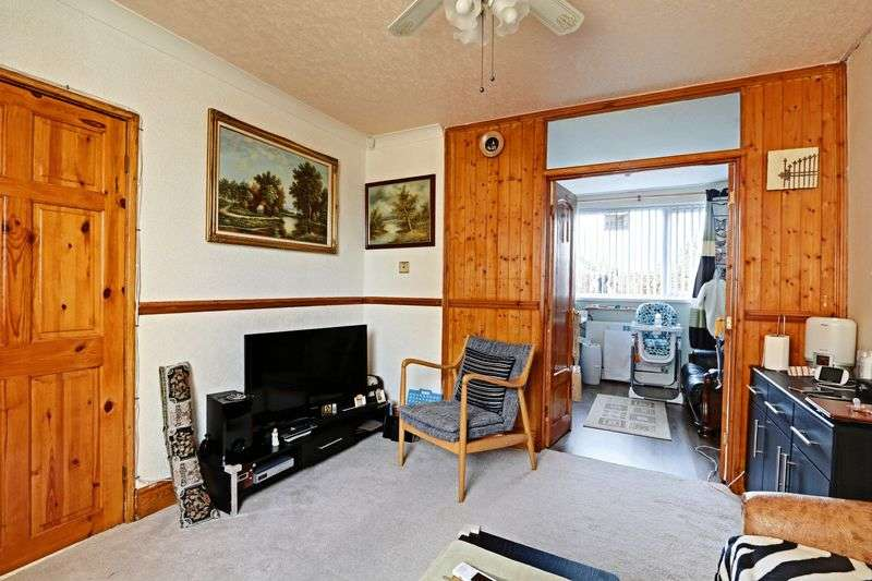 2 Bedrooms Semi Detached House for sale in Frome Road, Hull
