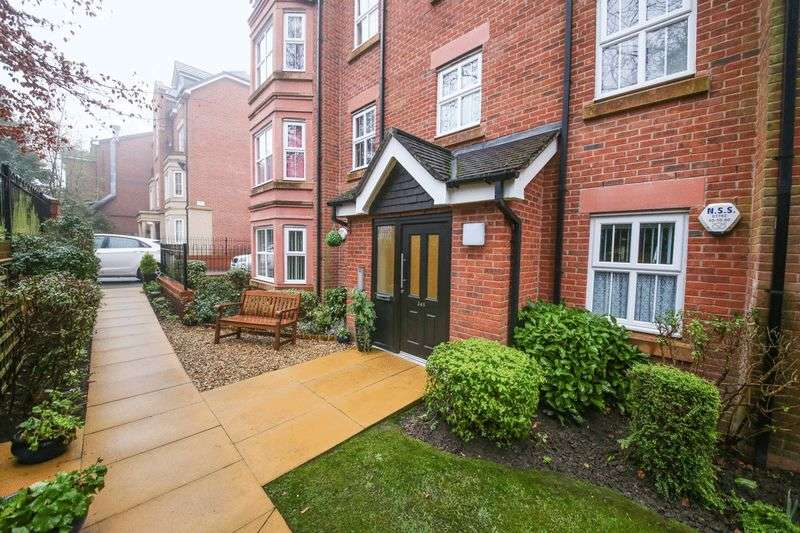 2 Bedrooms Flat for sale in Wigan Road, Wigan
