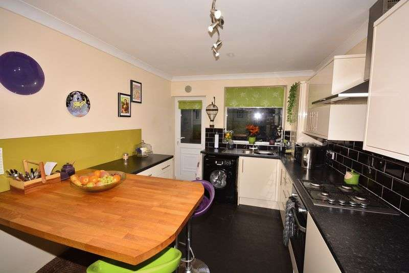 4 Bedrooms Semi Detached Bungalow for sale in Manx Road, Warrington