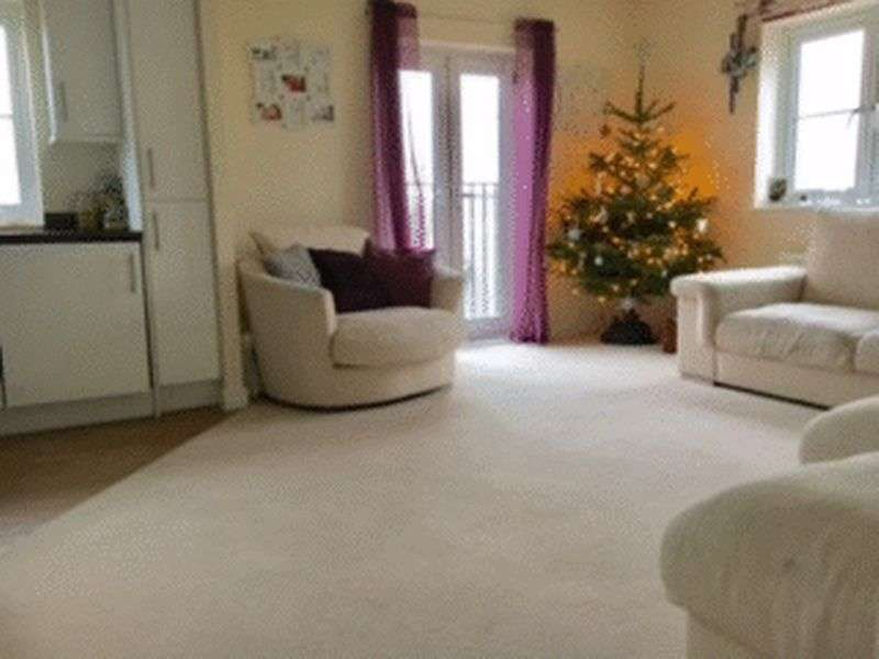 2 Bedrooms Flat for sale in Baxter Road, Watford