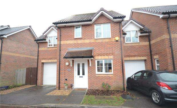 3 Bedrooms Link Detached House for sale in Mulberry Way, Farnborough, Hampshire