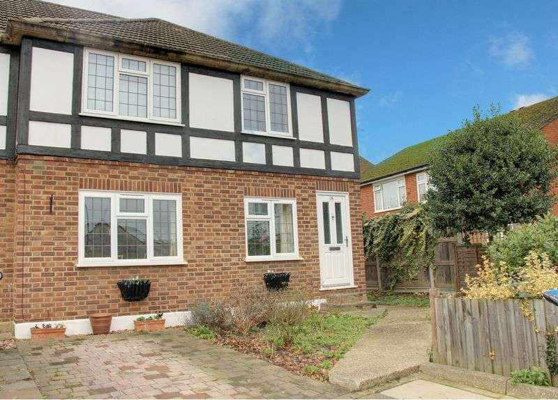 2 Bedrooms Flat for sale in Holtwhite Avenue, Enfield