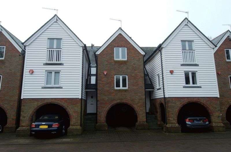 3 Bedrooms Terraced House for sale in Ferry Point, Lymington