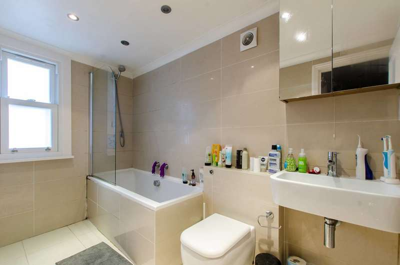 3 Bedrooms Flat for sale in Hubert Grove, Clapham North, SW9