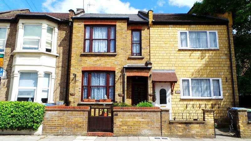 3 Bedrooms Terraced House for sale in Hertford Road, Enfield