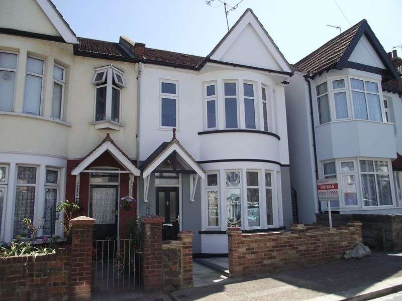 4 Bedrooms Terraced House for sale in Beedell Avenue, Westcliff-On-Sea