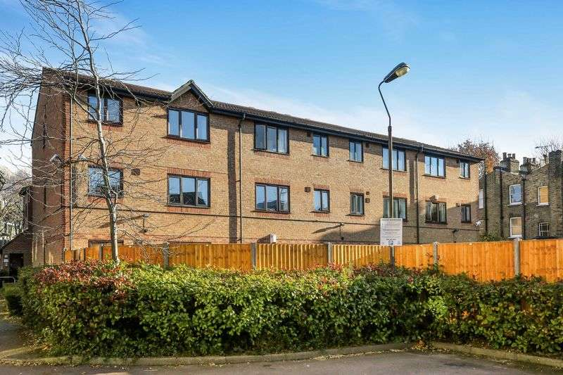 1 Bedroom Flat for sale in John Maurice Close, London
