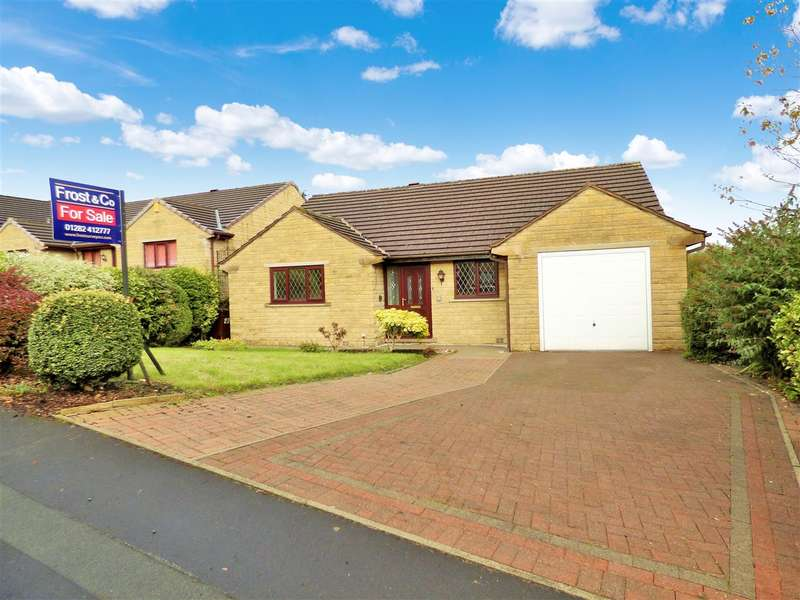 3 Bedrooms Detached Bungalow for sale in Hutton Drive, Burnley