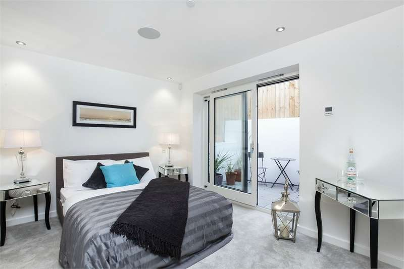 3 Bedrooms Detached House for sale in Berwyn Road, Richmond, East Sheen, Surrey