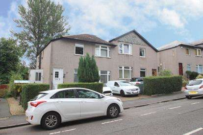 3 Bedrooms Flat for sale in Croftpark Avenue, Glasgow