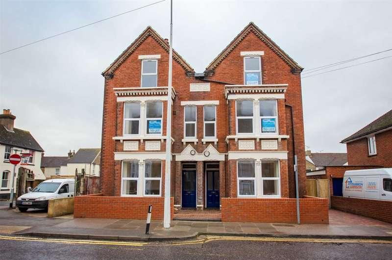 2 Bedrooms Maisonette Flat for rent in Park Road, Sittingbourne