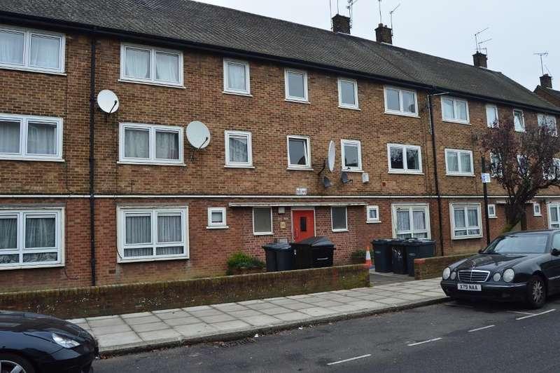 3 Bedrooms Flat for sale in Templeton Road, Tottenham, London, UK, N15 6RU