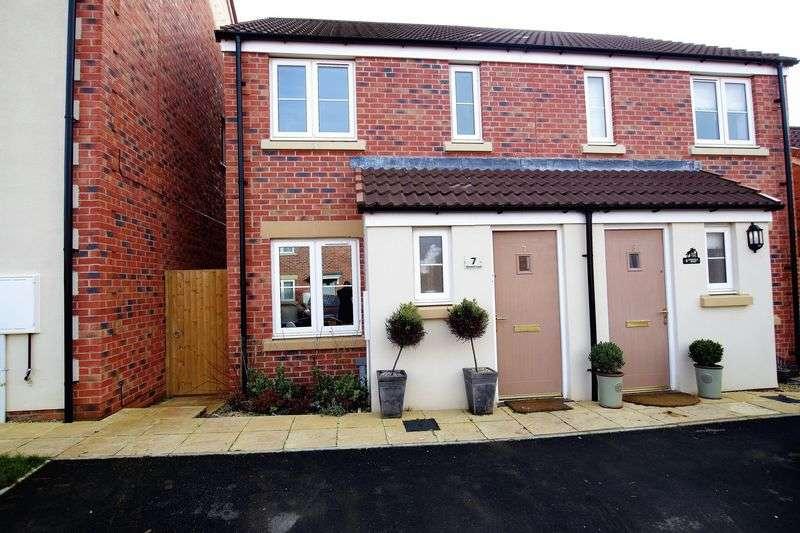 2 Bedrooms Semi Detached House for sale in Badbury Park