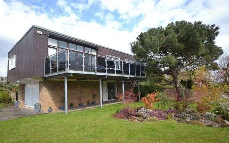 4 Bedrooms Detached House for sale in Church Close, Stockton-On-Tees