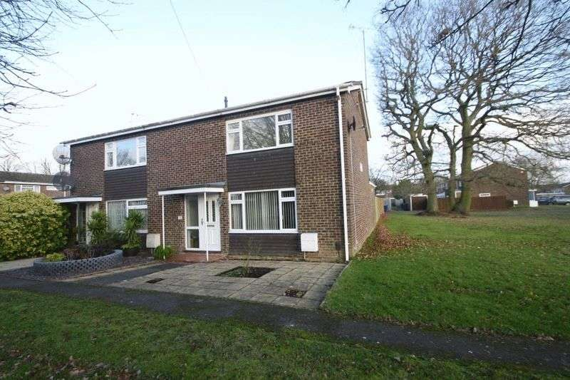 3 Bedrooms Semi Detached House for sale in Oak Crescent, High Wycombe