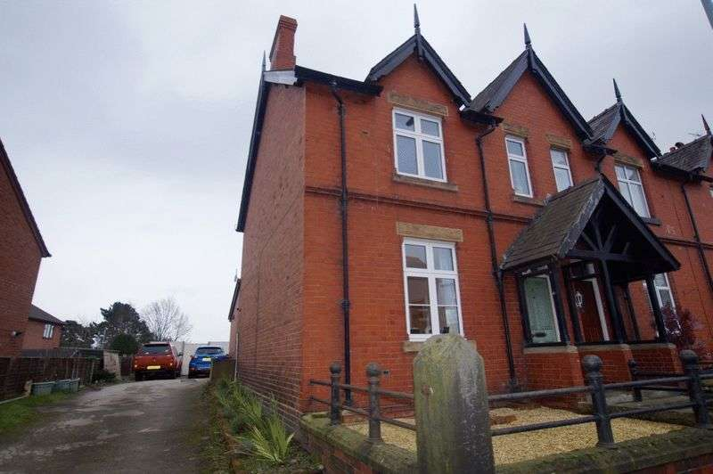 3 Bedrooms Terraced House for sale in High Street, Ruabon, Wrexham