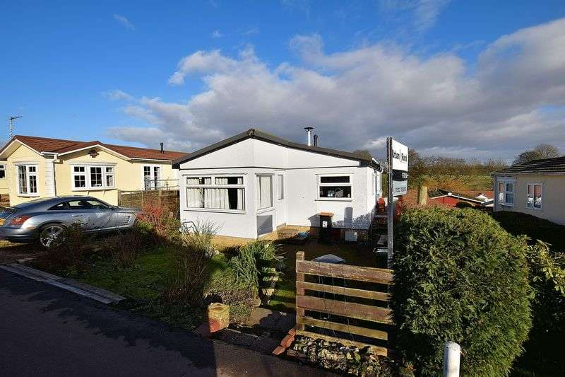 2 Bedrooms Detached Bungalow for sale in Whipsnade Park Homes, Dunstable