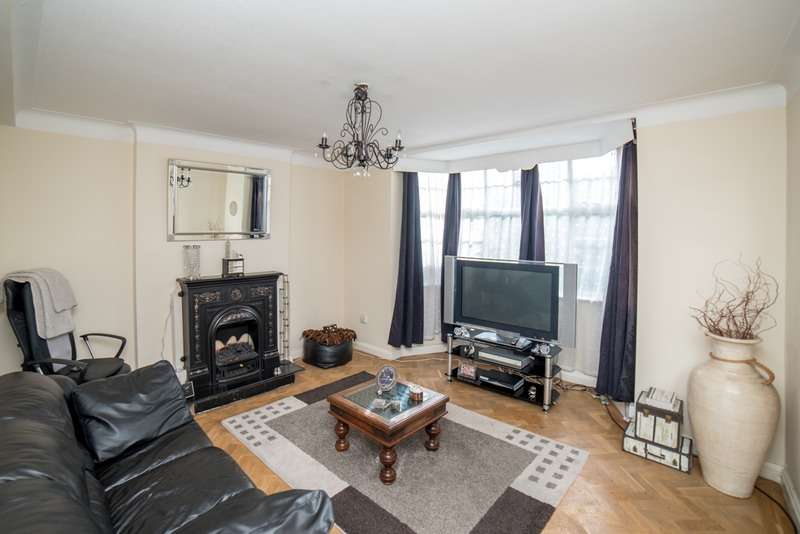 2 Bedrooms Flat for sale in Colney Hatch Lane, London, London, N10