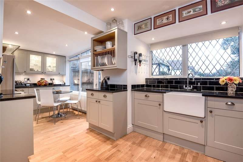 3 Bedrooms Semi Detached House for sale in Pinner Hill Road, Pinner, Middlesex, HA5