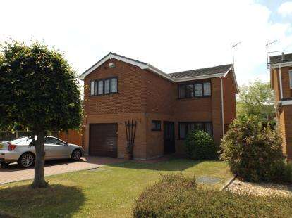 4 Bedrooms Detached House for sale in Cornish Close, Wrexham, Wrecsam, LL13
