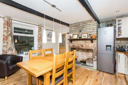 3 Bedrooms Terraced House for sale in Near Royd, Ovenden, Halifax, West Yorkshire