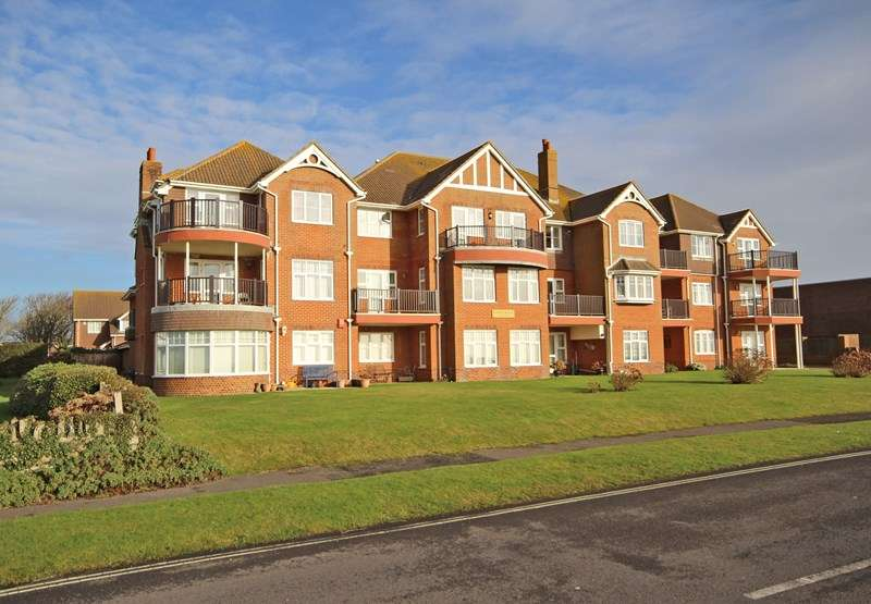 2 Bedrooms Flat for sale in Marine Drive, Barton On Sea, New Milton