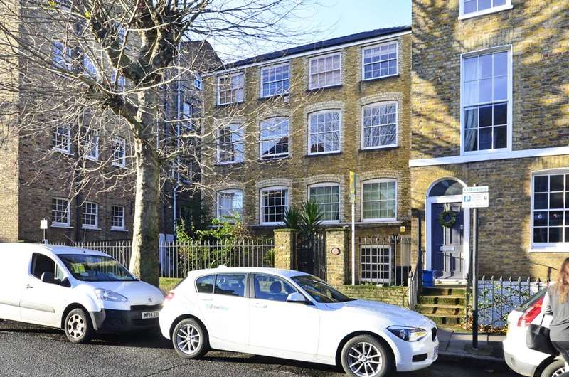 1 Bedroom Flat for sale in Queensbridge Road, Hackney, E2
