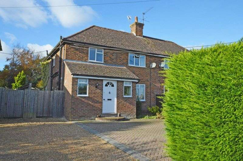 3 Bedrooms Semi Detached House for sale in Upper Farringdon, Alton, Hampshire