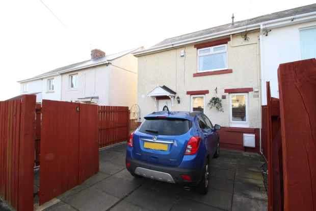 2 Bedrooms Semi Detached House for sale in 4 Collingwood Place, Choppington, Northumberland, NE62 5HR