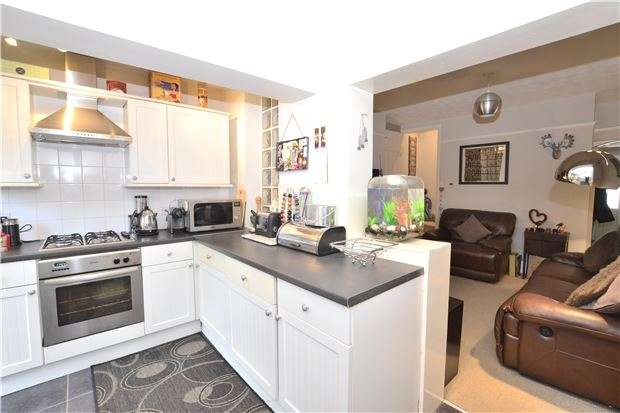 2 Bedrooms Terraced House for sale in Hucclecote Road, GLOUCESTER, GL3 3TZ