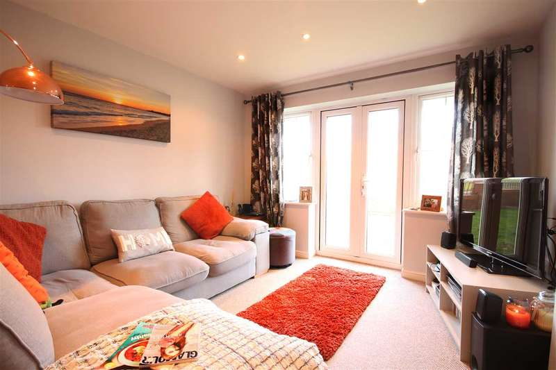 2 Bedrooms Flat for sale in Walker Place, Hamble, Southampton