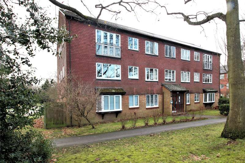 2 Bedrooms Apartment Flat for sale in Hallington Close, Woking, Surrey, GU21