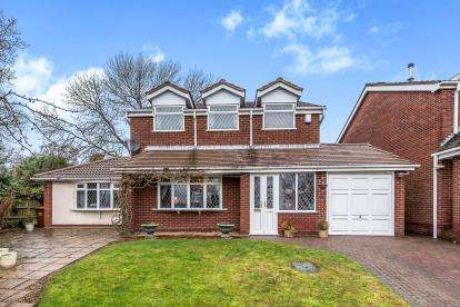3 Bedrooms Detached House for sale in Adamson Close, Cannock, Staffordshire
