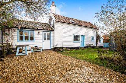 3 Bedrooms Detached House for sale in Charsfield, Woodbridge