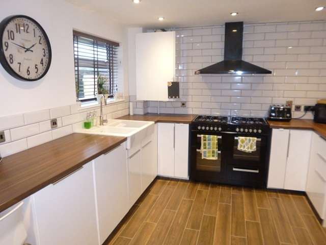 3 Bedrooms Semi Detached House for sale in Bradgate Drive, Ratby, Leicester, Leicestershire, LE6
