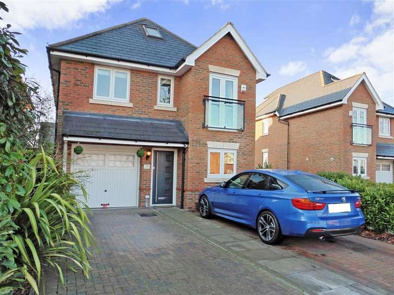 5 Bedrooms Detached House for sale in Osborne Road, Hornchurch, Essex
