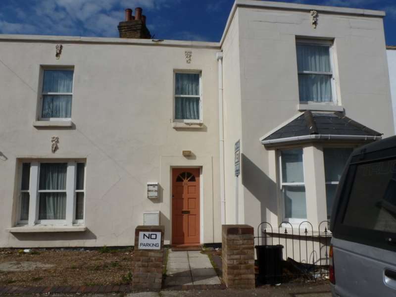 2 Bedrooms Terraced House for sale in Hamlet Road, Southend on Sea