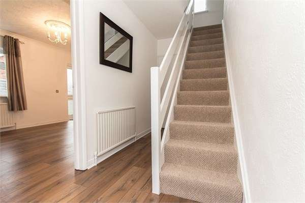 3 Bedrooms Detached House for sale in Surig Road, Canvey Island, SS8
