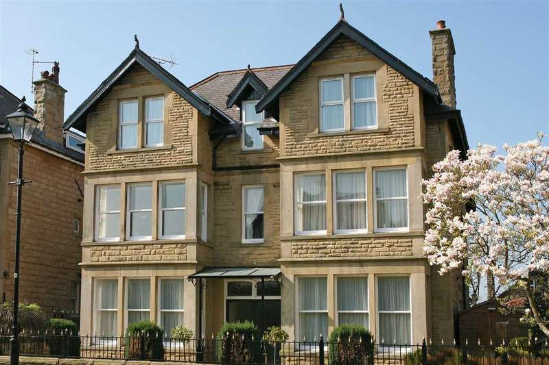 3 Bedrooms Apartment Flat for sale in 23 South Drive, near Harrogate Stray, Harrogate HG2 8AT