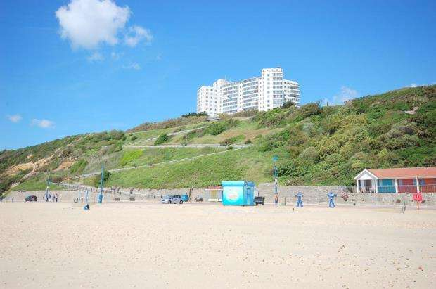 2 Bedrooms Flat for sale in Manor Road, East Cliff, Bournemouth, BH1