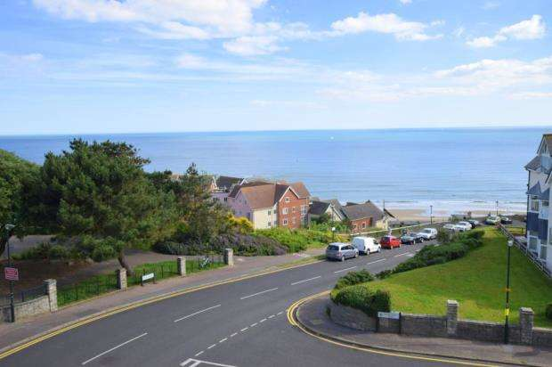 2 Bedrooms Flat for sale in Sea Road, Boscombe Spa, Dorset, BH5