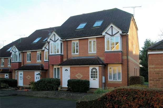 1 Bedroom Flat for sale in Knaphill, Woking, Surrey