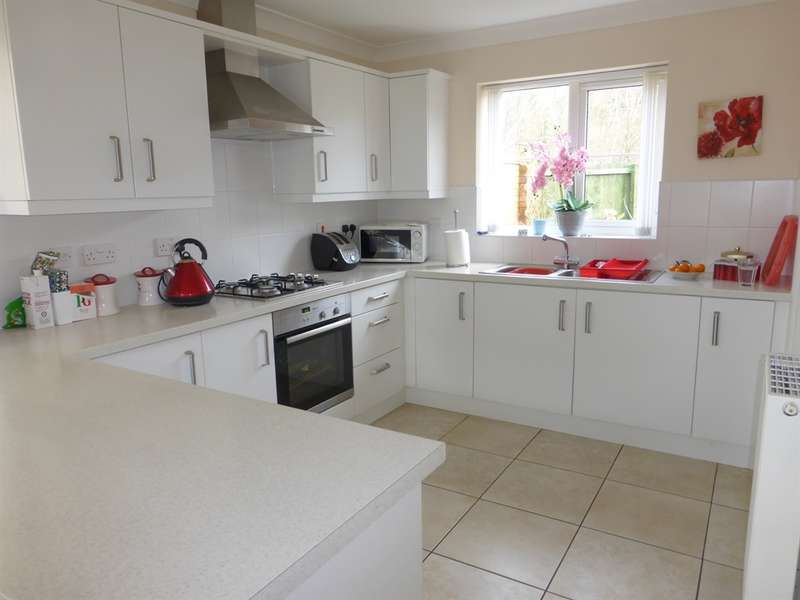 5 Bedrooms Town House for sale in The Dairy, Cross Inn, Pontyclun