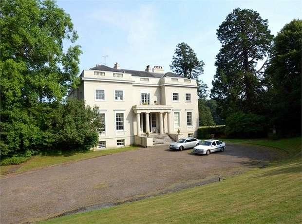 2 Bedrooms Flat for sale in Trehill House Kenn, EXETER, Devon