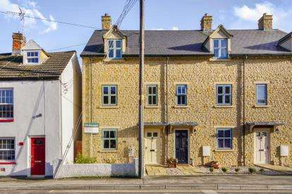 4 Bedrooms End Of Terrace House for sale in Manor View, Dursley, Gloucestershire, England