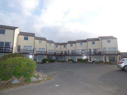 3 Bedrooms Flat for sale in Capel Lodge, Ravenspoint Road, Trearddur Bay, Holyhead, LL65