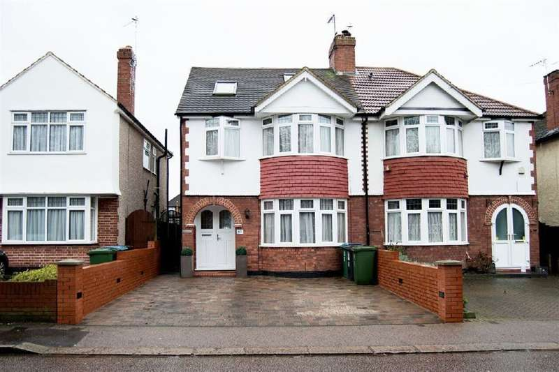 4 Bedrooms Semi Detached House for sale in North Approach, Watford, Herts
