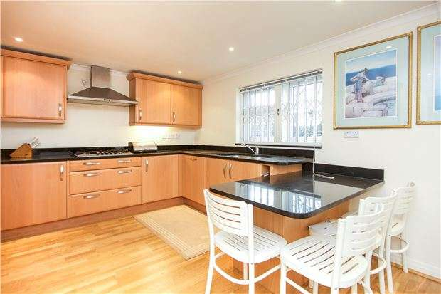 5 Bedrooms Semi Detached House for sale in Berkeley Road, KINGSBURY, NW9 9DJ
