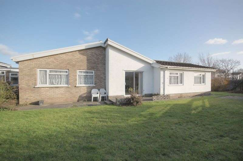 4 Bedrooms Detached Bungalow for sale in 6 St John Close, Cowbridge, CF71 7DW